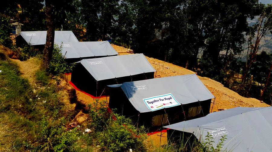 WWW-Hilfsprojekt in Koop mit Hubert Neubauer: Eine große Zeltschule für mehrere 100 Schulkinder.