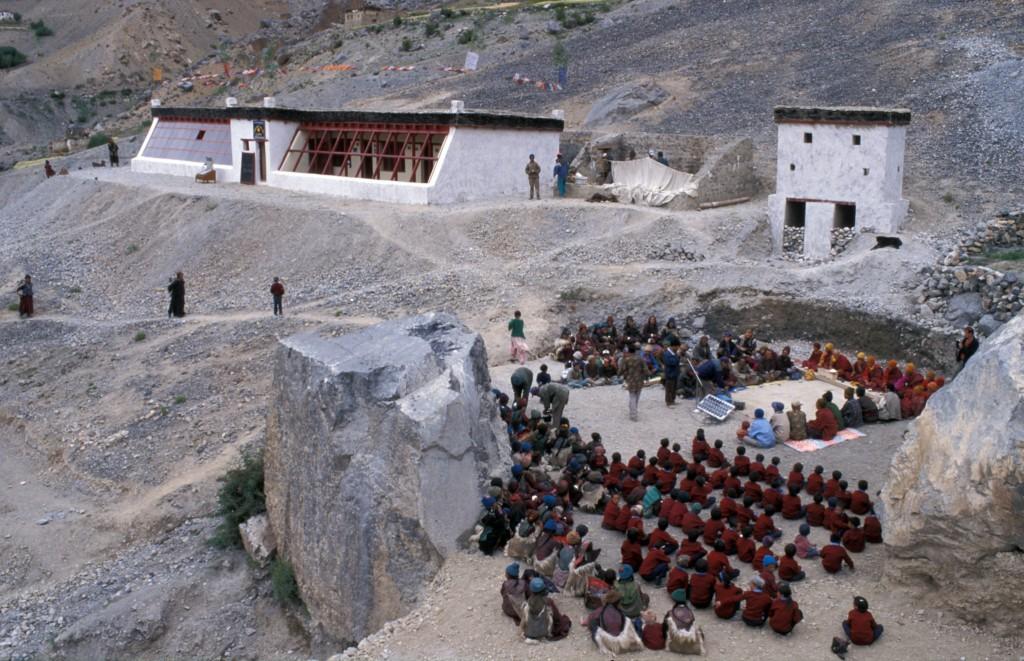 Der Beginn: Die Solarschule von Lingshed - auf 4000m Seehöhe gelegen - bei der Eröffnung im Herbst 2000