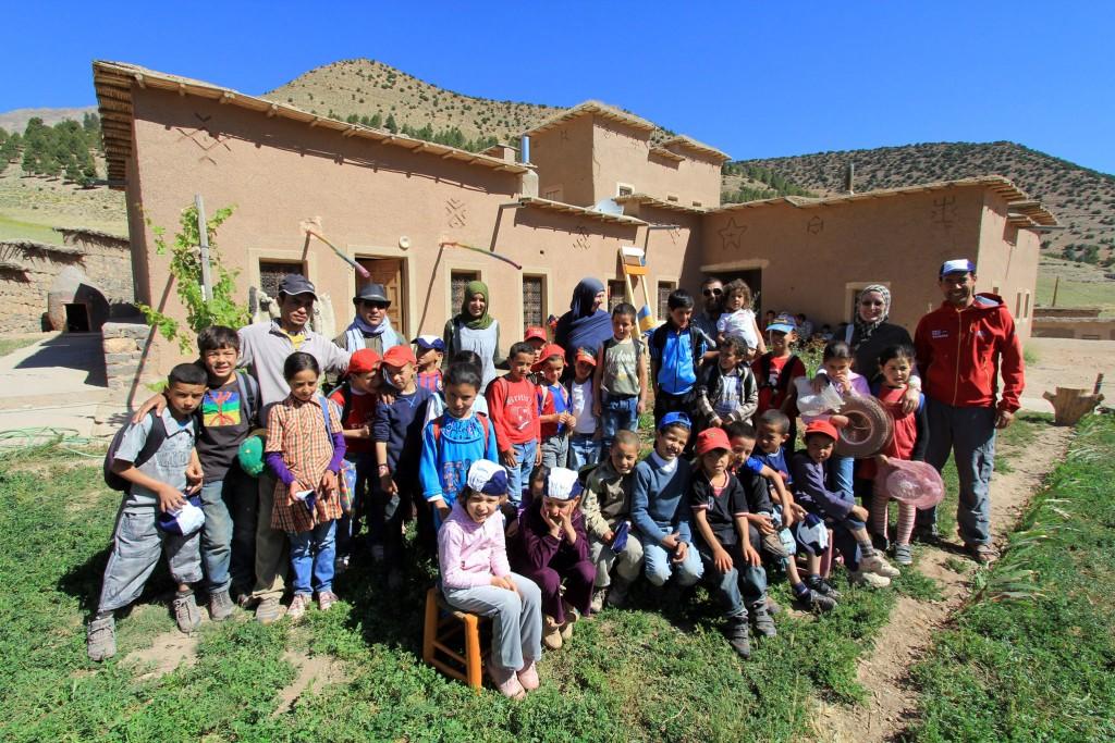 Wir unterstützen die ecole vivante Marokko, weil wir finden, daß es gerade jetzt – im Angesicht der Flüchtlingskrise – SEHR WICHTIG ist Projekte für Bildung und Zukunftschancen vor Ort in den arabischen Ländern zu unterstützen.
