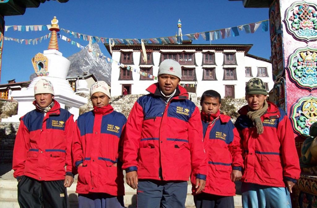 Unsere Träger und Guides bekommen eine gute und warme Ausrüstung für den Berg von uns zur Verfügung gestellt