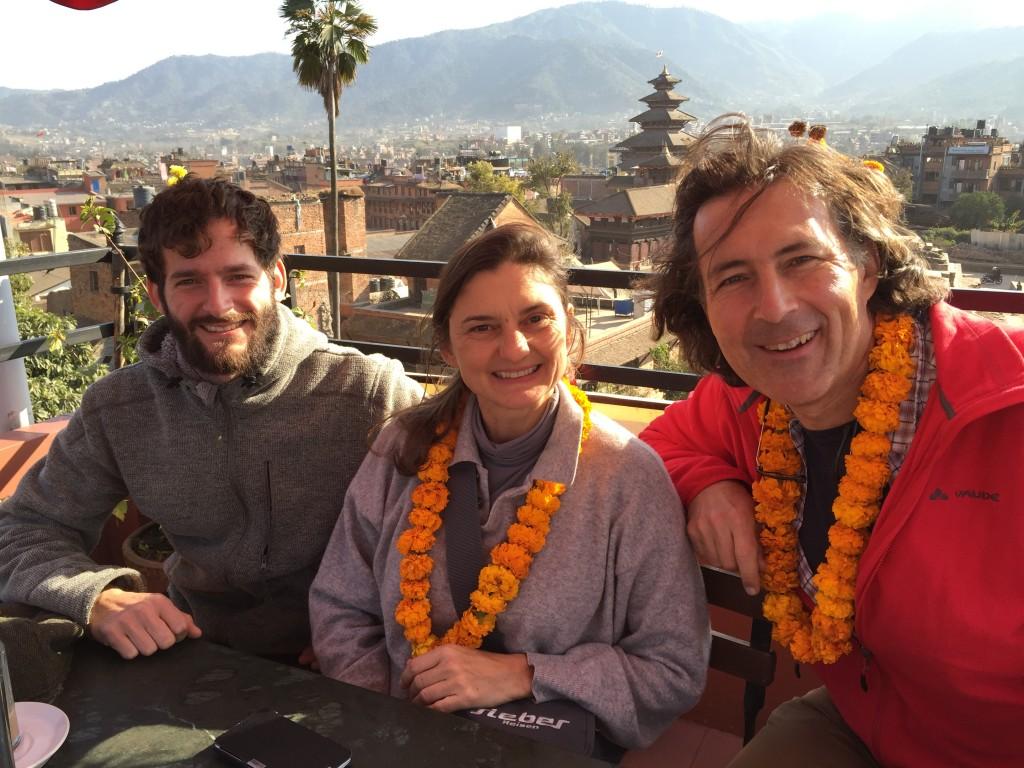 """Projekt-Architekt Johannes Würzler, WWW-Wirkt GF Sonja Reinisch und WWW-Chef Christian Hlade werden am 5. März 2016 um 18 Uhr im Rechbauerkino Graz (im Rahmen des Filmfestivals """"Tibet-Tage"""")  bei ihrem Vortrag """"Bauen nach dem Beben in Nepal"""" aktuelle Bilder zeigen und die einzelnen Projekte vorstellen."""
