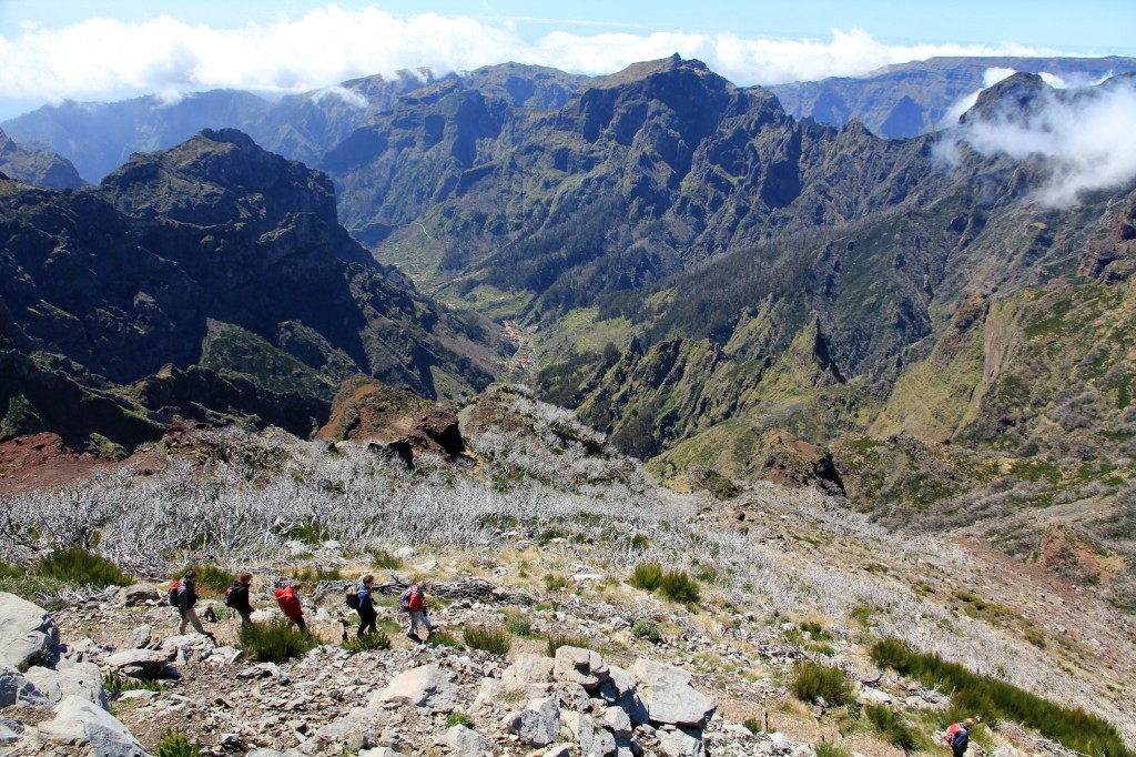 Abstieg vom Pico Ruivo (1862m). Blick ins Nonnental.