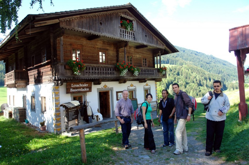 Jan (Lesachtal), Jagi (Mongolei), Sudama (Nepal), Mustapha und Ibrahim (Marokko) bei der WWW-Empowerment-Ausbildung im Lesachtal.