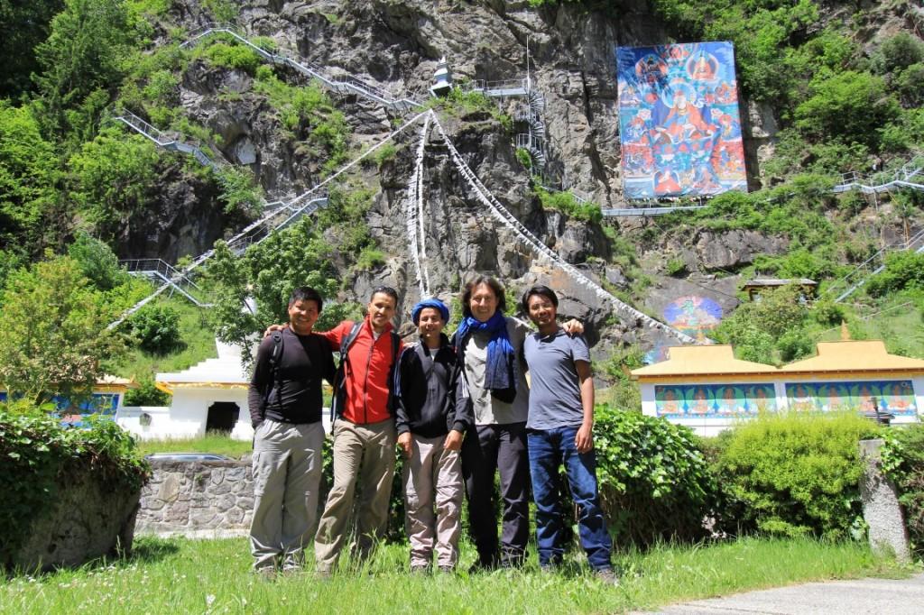 Sonam (Nepal), Abdellah und Abdellmalek (Marokko), Christian (WWW-GF) und Tsewang (Ladakh) vor dem Heinrich Harrer-Museum in Hüttenberg.