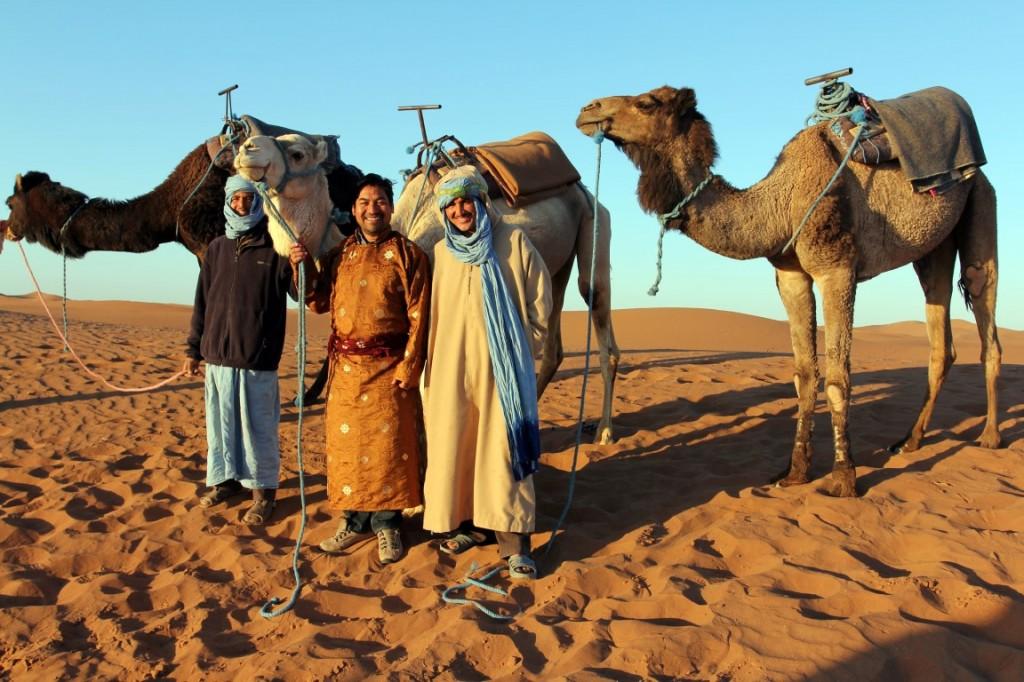 Tashi – Buddhist vom Dach der Welt – reist mit einer WWW-Gruppe durch die marokkanische Sahara.