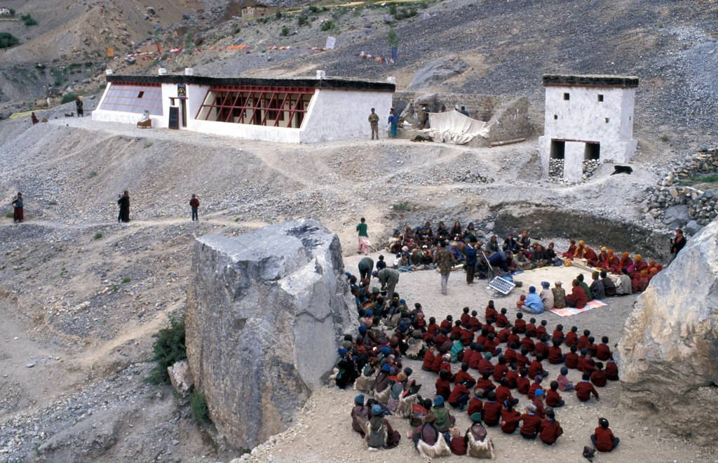 Die Lingshed-Solarschule wurde im September 2000 mit einem großen Fest mit allen DorfbewohnerInnen eröffnet.