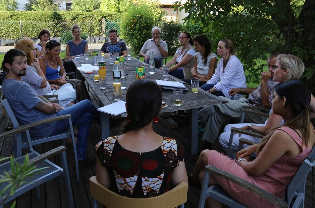 Das Weltweitwandern Wirkt - Team bei einem Arbeitstreffen Ende August. 15 ehrenamtliche Mitarbeiter helfen nun bei der Abwicklung unserer Projekte. HERZLICHEN DANK FÜR EUER ENGAGEMENT!