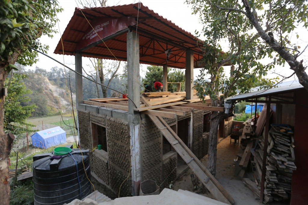 Picture above: Phase 0 – work in progress! End of January 2016 the first rebuild house should be ready!