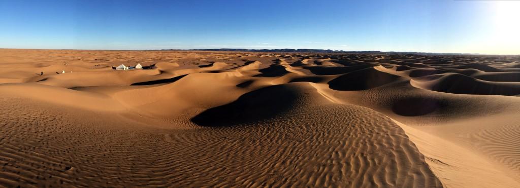 Ein Welktweitwandern Camp in der Wüste. Die Wüste kann man schwer beschreiben, man muß sie selbst erleben!